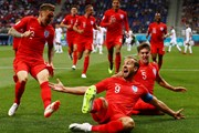 """Harry Kane lập cú đúp """"giải cứu"""" tuyển Anh trước Tunisia"""