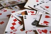 Kỷ luật khiển trách ba cán bộ xã đánh bài trong phòng làm việc