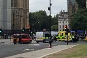 Lao xe vào tòa nhà Quốc hội Anh, lái xe bị cảnh sát bắt giữ