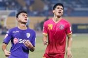 Quân bầu Hiển bất phân thắng bại, V-League về tay Thanh Hóa?