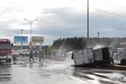 Hai ôtô tải phóng nhanh đâm trực diện, hai người chết tại chỗ