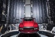 SpaceX phóng tên lửa mạnh nhất thế giới đưa chiếc xe Tesla lên vũ trụ