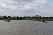 TP.HCM: Hai sà lan đâm nhau gần cầu Phú Mỹ, một chiếc bị chìm