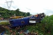 Đoàn xe chở cựu kiều bào Thái Lan-Lào gặp tai nạn tại Lào