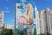 Doanh nhân gây sốc vì dùng vợ làm mẫu quảng cáo cho World Cup