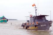 Bà Rịa-Vũng Tàu: Sóng lớn đánh lật úp tàu cá, 2 ngư dân mất tích
