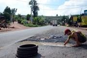 TP.HCM: Mặt đường Đại lộ Võ Văn Kiệt bị lún bất thường