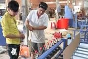 Thợ sửa xe sáng chế máy se chỉ xơ dừa 8 trục tại Bến Tre