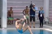 [Video] VĐV Philippines với màn nhảy cầu kỳ lạ