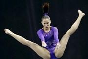 Nữ VĐV thể dục dụng cụ Malaysia bị chỉ trích vì dạng chân quá rộng