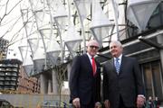 Ngoại trưởng Mỹ Rex Tillerson thăm trụ sở Đại sứ quán mới tại Anh