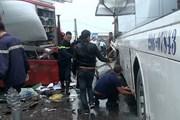 Hà Nội: Xe cứu hỏa va chạm xe khách, 4 cảnh sát bị thương nặng