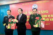 Tặng 3.000 cuốn lịch bloc 2018 cho các chiến sĩ vùng biên giới hải đảo