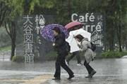 Bão Lan đổ bộ dữ dội vào Nhật Bản khiến hơn 12 người thương vong