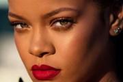 Rihanna khoe Stunna - màu son đỏ tuyệt vời dành cho mọi tông da