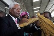 Quân đội Zimbabwe bàn giao cựu Bộ trưởng Tài chính cho cảnh sát
