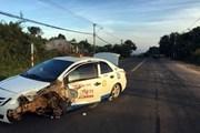 Taxi chở 300kg pháo chạy trốn công an tông vào xe đầu kéo