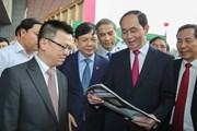 [Photo] Chủ tịch nước thăm gian trưng bày TTXVN tại Hội báo Toàn quốc