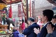 [Video] Giám đốc Kho bạc Nam Định bị cách chức vì đi lễ trong giờ làm