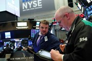 Căng thẳng thương mại Mỹ-Trung tạm lắng, chứng khoán xanh sàn