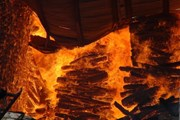"""Kho hàng chứa hàng trăm khối gỗ bị """"bà hỏa"""" thiêu rụi thành tro"""