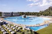 Australia thử nghiệm bể bơi có khả năng tạo sóng cao tới 2,4m