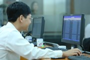 Không khí ảm đạm bao trùm, VN-Index 'rớt thảm' hơn 25 điểm