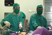 Phẫu thuật nội soi cắt khối u quái buồng trứng cho trẻ 12 tuổi