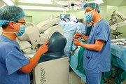 Bệnh viện Bạch Mai ứng dụng thành công các Robot phẫu thuật