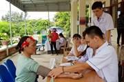 Khám bệnh, cấp phát thuốc miễn phí cho người dân trên đảo Cô Tô