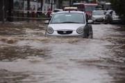 Hà Nội ngập, hàng trăm phương tiện bị ùn ứ ở đô thị An Khánh