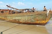 Phát hiện một tàu sắt bị đánh dạt vào bờ biển Quảng Nam