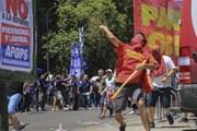 Biểu tình biến thành bạo động phản đối cải cách hưu trí tại Argentina