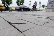 Lát đá vỉa hè ở Hà Nội: Trống đánh xuôi, kèn thổi ngược