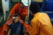 Kịp thời đưa thuyền viên bị bệnh trên biển về đất liền điều trị