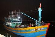 Vượt đêm tối, cứu nạn thành công tàu cá cùng 11 ngư dân gặp nạn