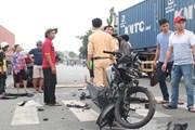 Bình Dương: Xe máy tông trực diện ôtô, 2 người thương vong