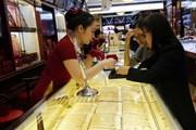 Thị trường vàng tuần qua: Giá giảm trước áp lực thị trường thế giới