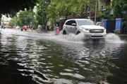 Thành phố Hồ Chí Minh lại biến thành sông sau cơn mưa lớn