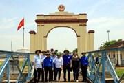 Đoàn Thanh niên Cuba thăm nơi Chủ tịch Fidel từng đến Quảng Trị