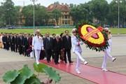 Lãnh đạo Đảng, Nhà nước và đại biểu Quốc hội vào Lăng viếng Bác
