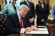 Tổng thống Mỹ ký dự luật nới lỏng quy định cho ngân hàng