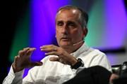 Có quan hệ thân thiết với nhân viên, Giám đốc điều hành Intel từ chức