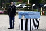 Mỹ chuyển quách gỗ để nhận hài cốt lính từ chiến tranh Triều Tiên