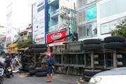 TP.HCM: Lật xe container gây ùn tắc nghiêm trọng nhiều giờ liền