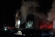 Đang lưu thông trên đường, xe container bất ngờ phát nổ bốc cháy