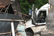 Xe container đâm vào nhà dân làm 1 cháu bé chết, 5 người bị thương
