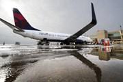 Mỹ: 2 máy bay hạ cánh khẩn cấp liên tiếp tại sân bay Kansas
