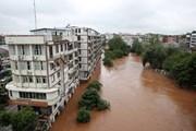 Điện thăm hỏi mưa bão gây lũ lụt, tổn thất lớn tại Trung Quốc