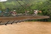 Sơn La: Cầu treo tuột cáp, hàng nghìn người dân đứng ngồi không yên